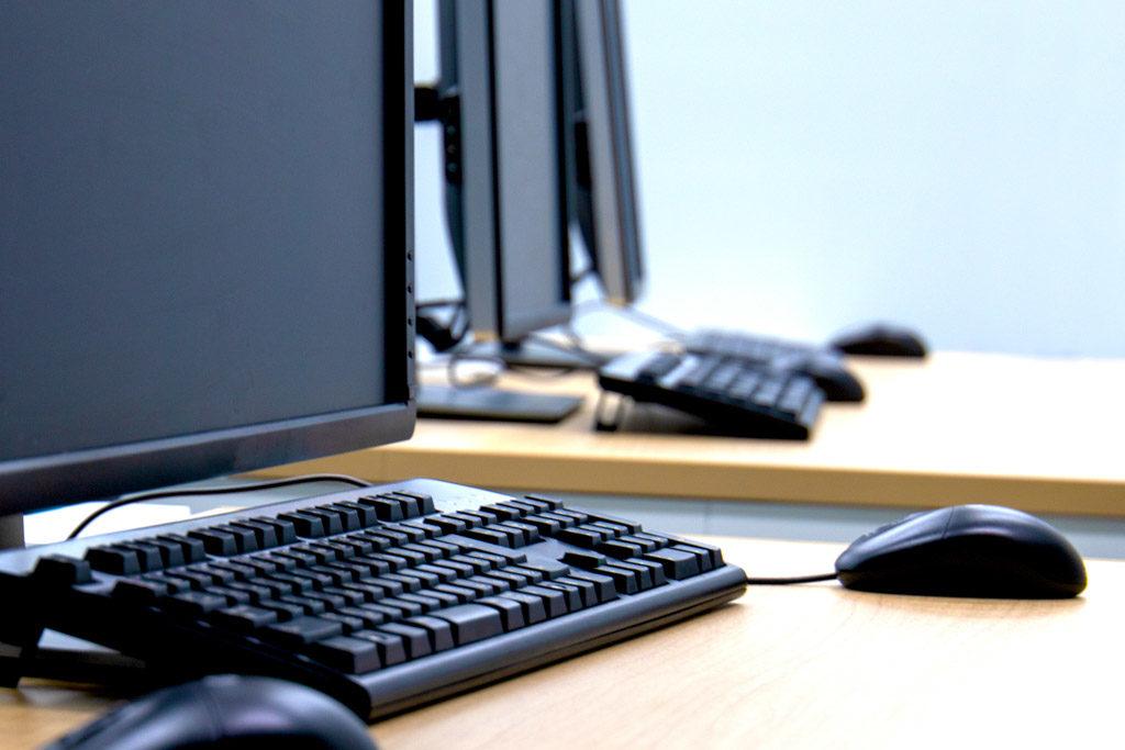 効果測定のパソコン